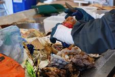 Mindre mat och mer plast visar koll av göteborgarnas soppåsar