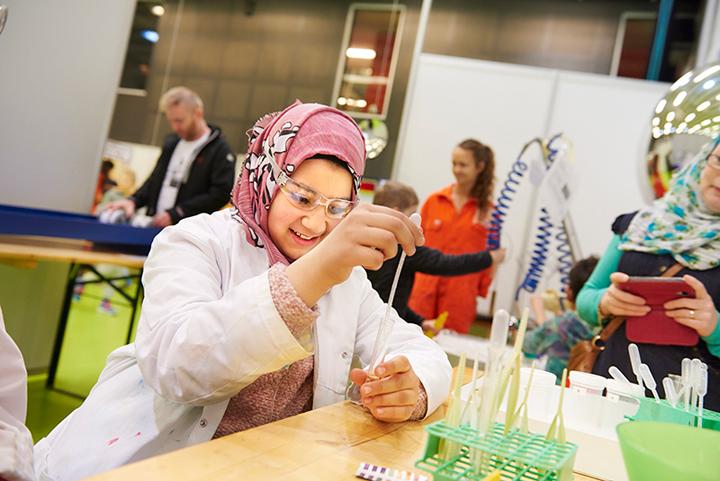 1200 aktiviteter för skolbarn på Vetenskapsfestivalen