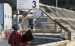 Färre besökare släpps in på återvinningscentralerna