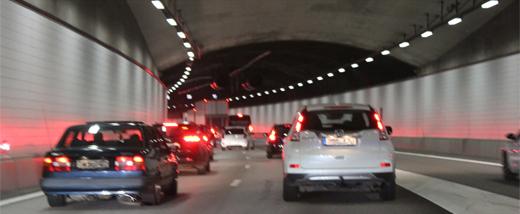 Enkelriktningen av Götatunneln ger plats för byggen och underhåll
